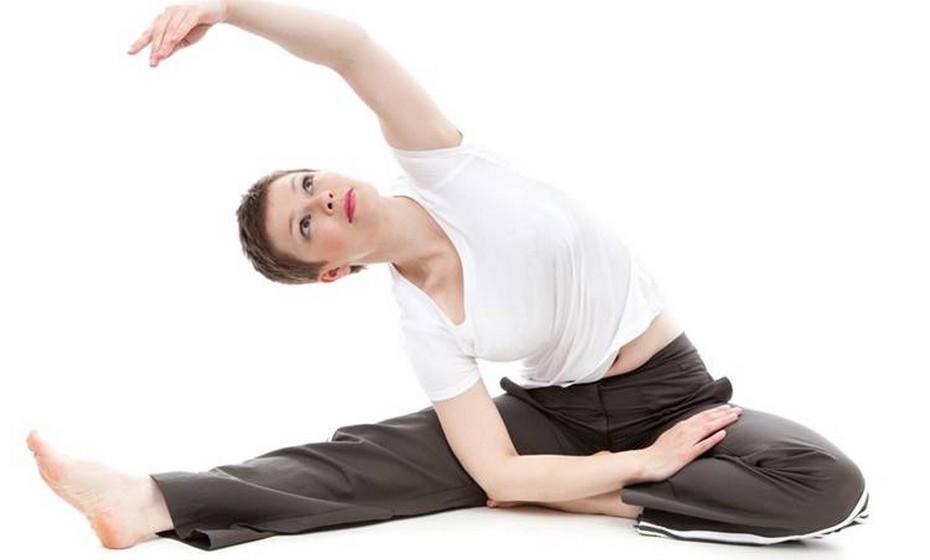 Logo que tenha o ok do seu médico, comece a fazer exercício, para restabelecer o tónus muscular das zonas abdominal e lombar. Enquanto o bebé dorme, tire 10 minutos para fazer alongamentos. Faça-o diariamente para ajudar a restabelecer a flexibilidade e força.