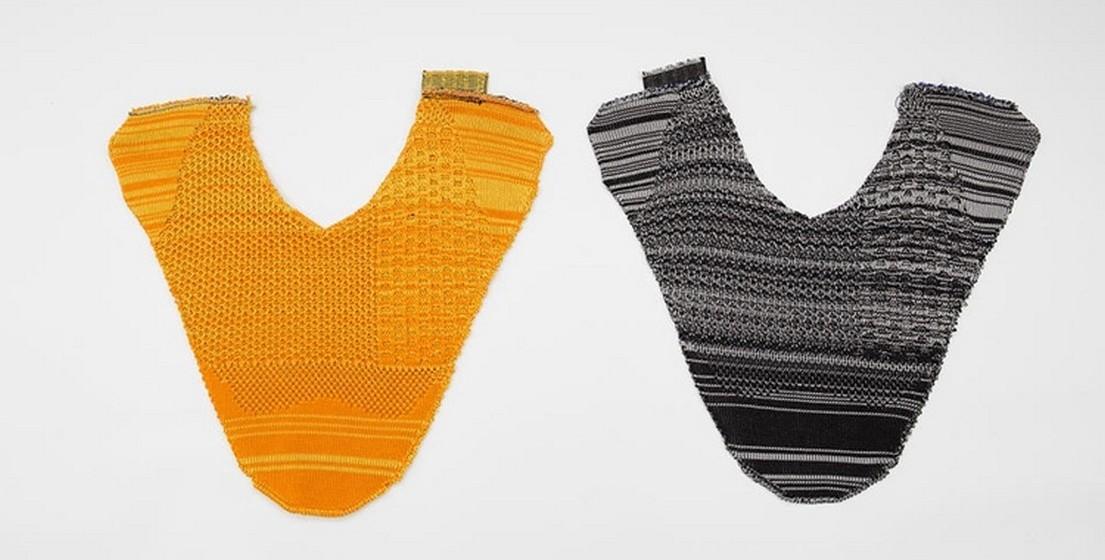 O tecido é depois costurado sobre as solas, também produzidas através da tecnologia de impressão 3D.