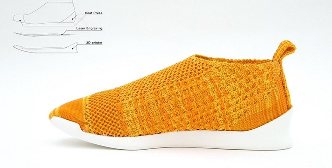 A malha é obtida através de uma impressora 3D. Numa segunda fase, um processo de molde através de pressão quente define as características do material. Por usar apenas um material para fazer os sapatos, ao contrário da maioria dos sapatos que são feitos a partir de 60 materiais distintos, isto facilita o processo de reciclagem.