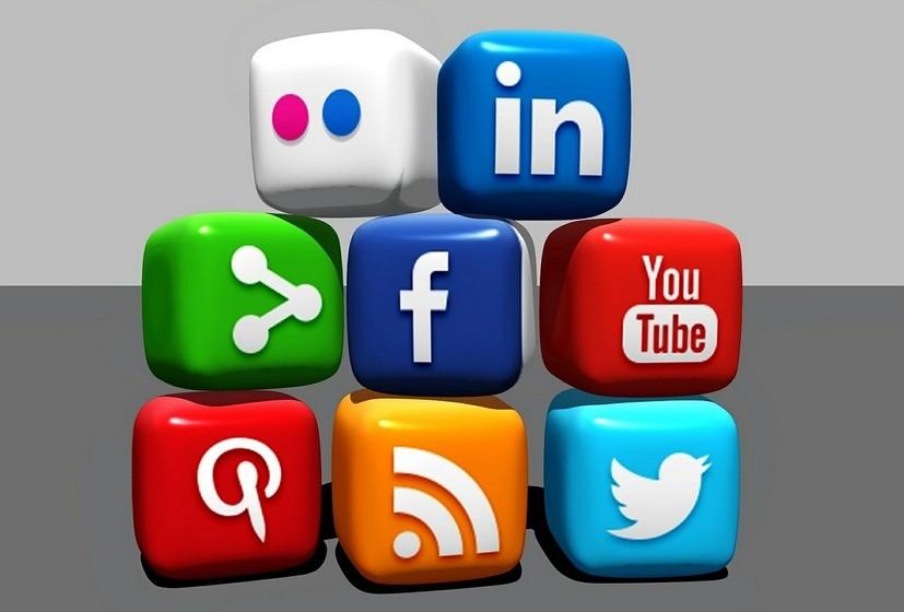Paralelamente, dedique tempo à sua marca pessoal online, construa o seu perfil profissional nas redes sociais e lembre-se que tudo o que colocar na internet também influência a perceção que a sua audiência tem de si.