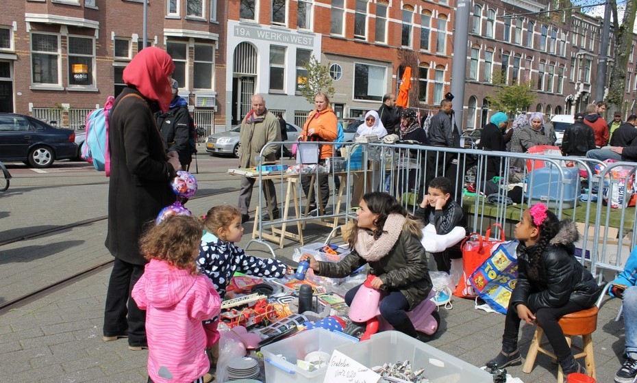 Sendo uma festa de família, manda a tradição que as crianças vendam no mercado.
