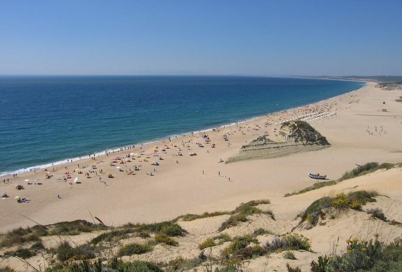 Praia Moinho de Baixo, Meco, Setúbal. A temperatura média no verão é de 28ºC e a da água 15ºC.A extensão da praia é de 1850 metros.