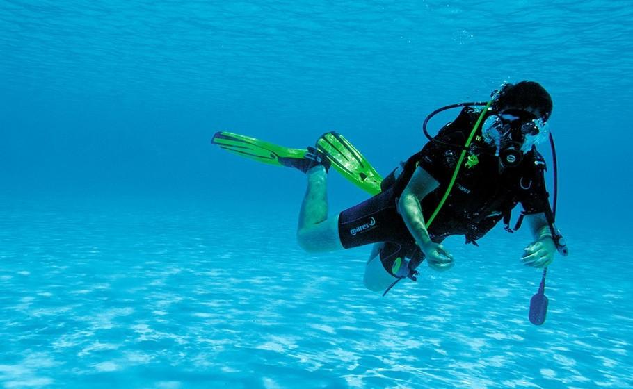 Como se não bastasse, os115 metros de profundidade fazem desta também a piscina mais funda do mundo.