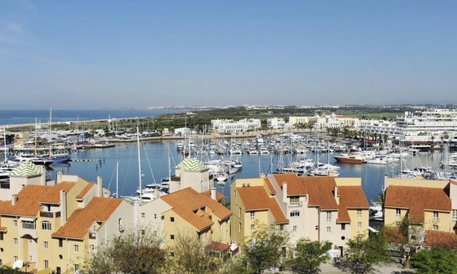 A marina de Vilamoura também atrai muitos visitantes.