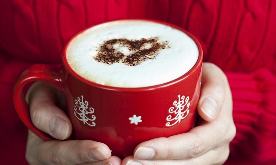 Latte: É um café expresso misturado com leite quente, delicadamente coberto com um pouco de espuma de leite, usualmente servido num copo de vidro.