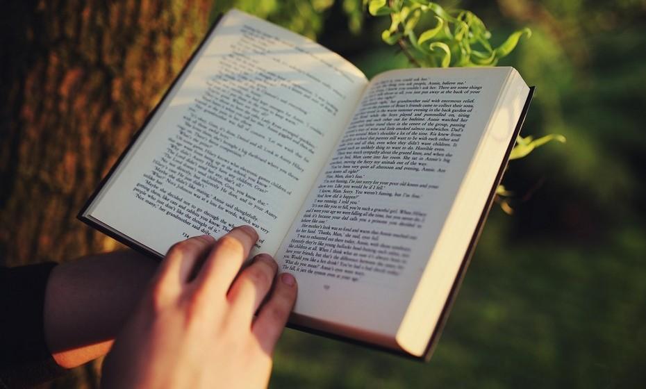 Combate a solidão: Ler é uma atividade solitária, ainda que, quando está imerso na história, nunca sinta que está sozinho.