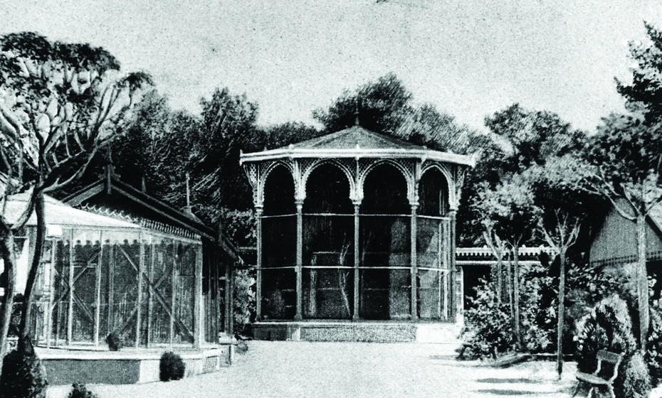 Em 1990, a nova política de gestão adoptada por Félix Naharro Pires, que entretanto tomou posse como presidente do Jardim Zoológico, teve por objetivo a modernização das instalações existentes, assim como dos serviços.