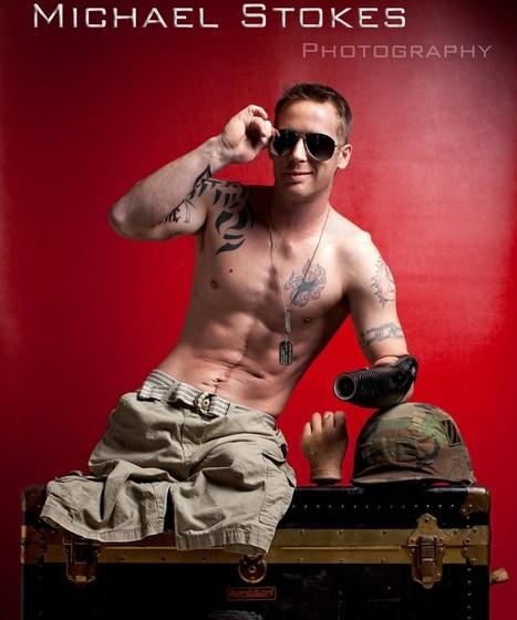 """As imagens de 14 modelos foram publicadas no livro """"Always Loyal"""" (Sempre Leal). O título faz referência à lealdade dos soldados ao seu país, com fotografias que também têm elementos relativos à guerra e à dedicação destes homens à proteção dos Estados Unidos."""