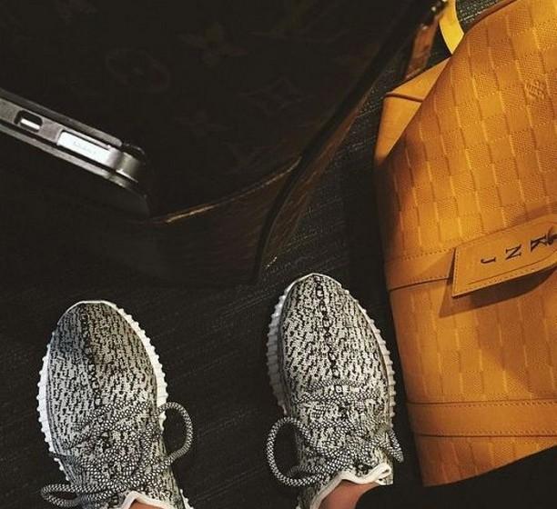 Kendall Jenner: A cunhada de Kanye West recebeu a mesma prenda e também partilhou a fotografia com os seus seguidores no Instagram.