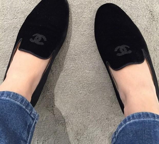 Rachel Bilson: A atriz partilhou uma imagem dos seus sapatos vintage preferidos, uns loafers Chanel.