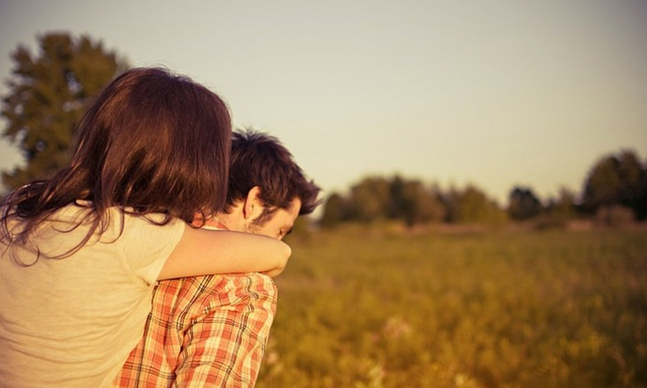 Nunca há discussões: Todos os casais com relações saudáveis discutem de vez em quando. É preciso entender que discussões ou zangas não põem necessariamente a relação em risco, mas, antes, podem resolver problemas e melhorar a relação. Alguns casais, geralmente em relações de cinco anos ou menos, alegam que nunca  discutem. Estes são os casais que, de repente, terminam a relação porque não sabem lidar com discussões.