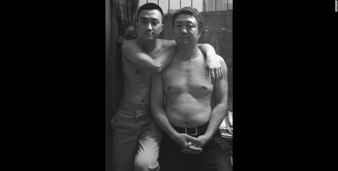 2011: As parecenças físicas de pai e filho crescem.