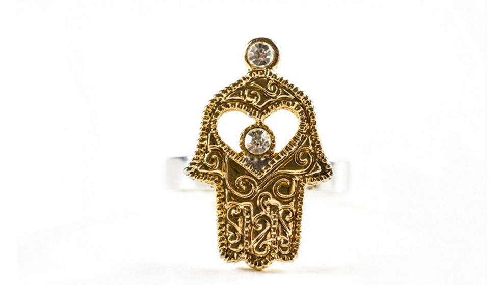 Mão de Fátima: Este amuleto é de origem islâmica e trará harmonia e boa sorte. Cada um dos cinco dedos estendidos representa uma virtude: fé, caridade, jejum, oração e peregrinação.