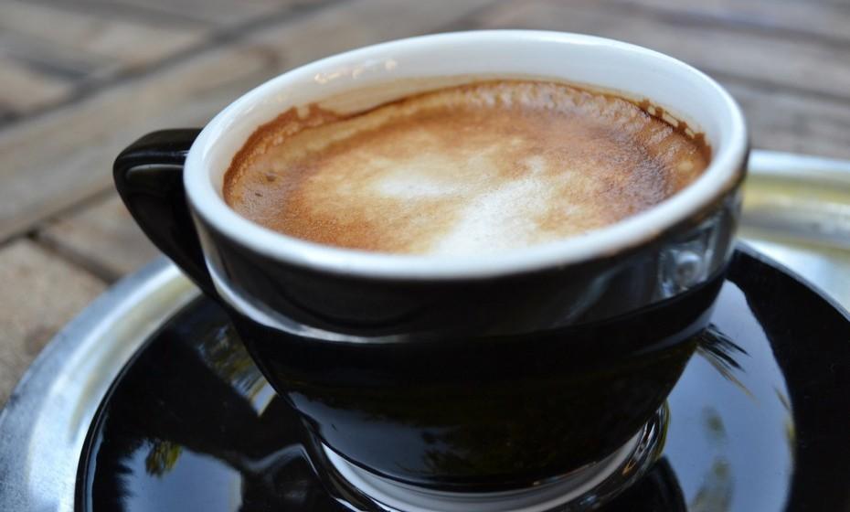 Doppio ou café duplo: Nada mais é que o dobro de um espresso. Aproximadamente 60 ml de café.