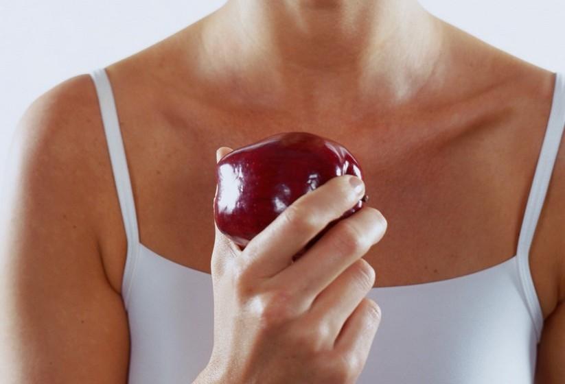 Não coma mais vezes do que comeria num dia normal, ou seja, evite petiscar. Cinco refeições diárias são o ideal.