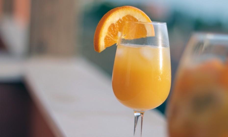 Balança: Todos os nativos de Balança gostam de uma boa bebida servida num copo fino e de qualidade. A elegância do copo de champanhe combina com a leveza de uma mimosa. A mistura perfeita de glamour e estética com romantismo e doçura.