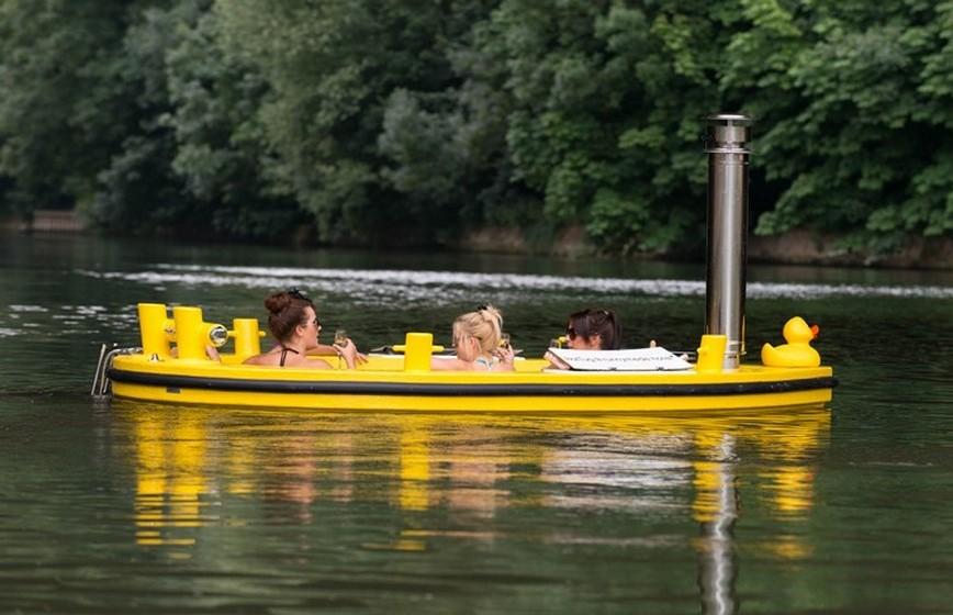 «A HotTug é muito mais do que um barco, é um navio com diferentes opções. Quando a banheira está cheia, há apenas uma curta distância entre os passageiros e a água, dando a sensação de que está em perfeita harmonia com a natureza», explica Frank.