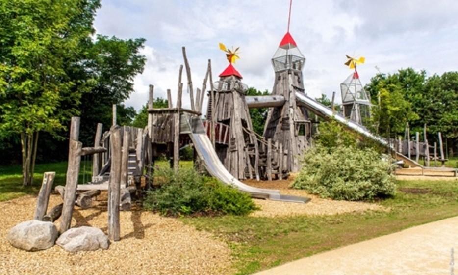 O parque temático tem 24 hectares, por onde estão espalhadas 32 atrações.