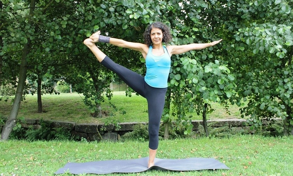 Utthita Hasta Padangushtásana: Fortalece as pernas e amplia a flexibilidade. Tonifica e purifica os rins. Bom para combater a obstipação. As articulações dos quadris ficam mais flexíveis.