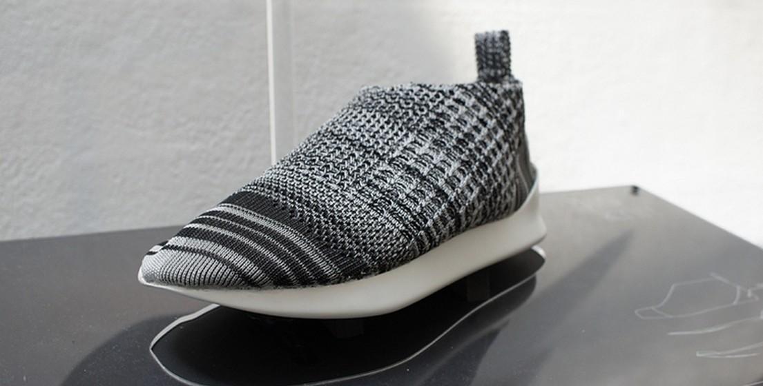 No site do projeto, o designer de Taiwan explica que a secção à volta do tornozelo é mais flexível para permitir calçar e descalçar o sapato facilmente. As áreas dos dedos do pé e do calcanhar são mais resistentes.