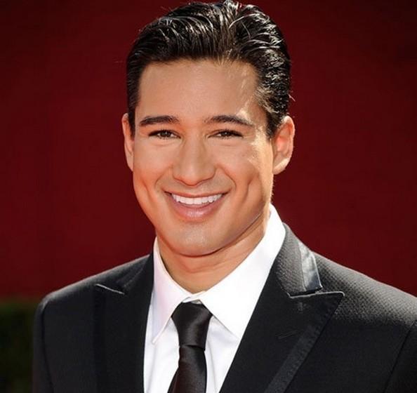 Mario Lopez: O apresentador não dispensa uma boa limpeza de pele, o que lhe garante uma tez radiante aos 41 anos de idade.
