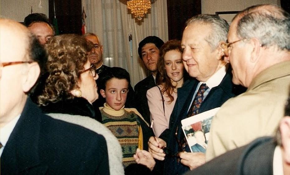D. Aninhas em busca do apoio de Mário Soares. Durante 16 anos, Ana Elisa deslocou-se por várias vezes à Assembleia da República para lidar com toda a burocracia exigida.